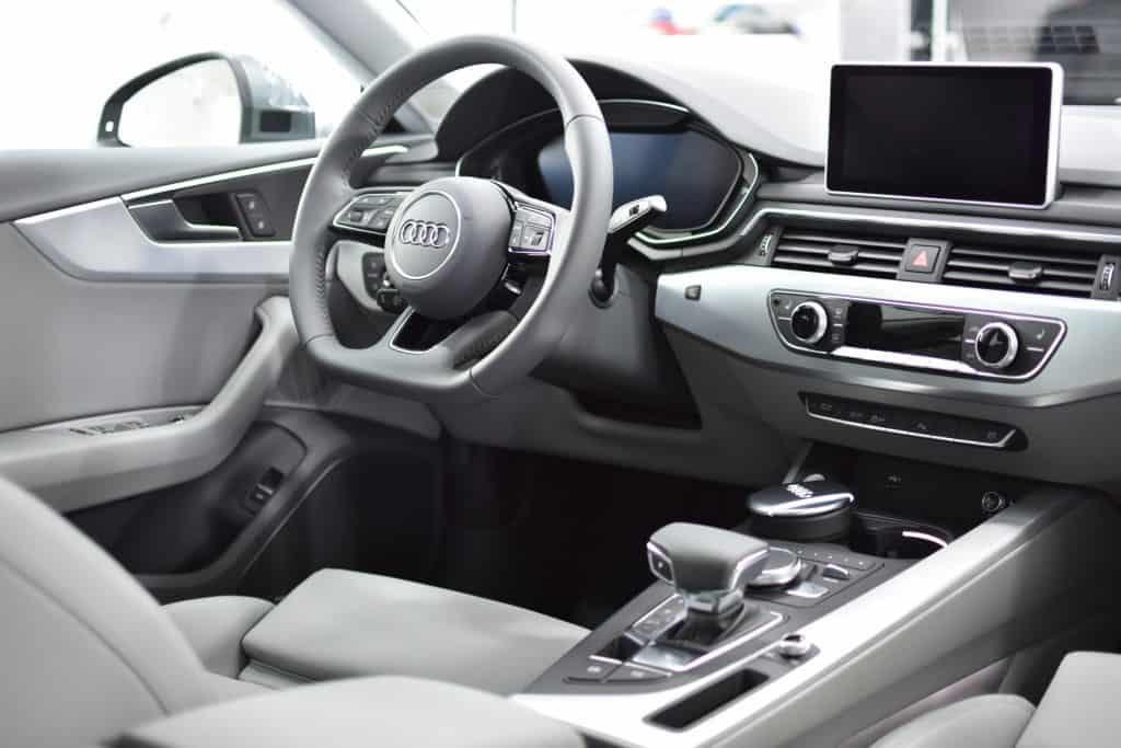Audi Caroscar auto detailings pulēšana keramiskais pārklājums salona tīrīšana